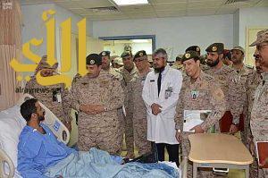 قائد القوات البرية يقلد المصابين من منسوبي القوات المسلحة نوطي الشرف والمعركة