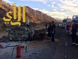 مصرع خمسة أشخاص وإصابة آخرين بحادث مروري وجهاً لوجه بمنطقة تبوك