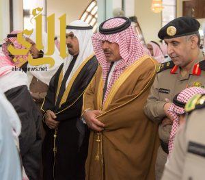 """أمير الباحة يتقدم المصلين على """"الزهراني"""" شهيد الحد الجنوبي وينقل تعازي القيادة الرشيدة"""