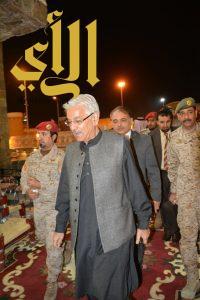 وزير الدفاع الباكستاني يزور قرية الباحة التراثية بالجنادرية
