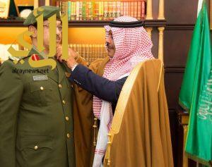 أمير الباحة يقلد مدير الجوازات ونائب مدير الشرطة رتبتيهما الجديدتين بالمنطقة