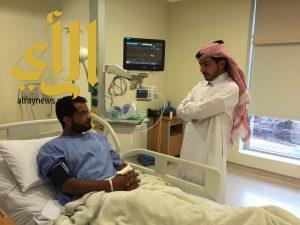 القحطاني يطمئن على صحة المسعف سليمان المطيري بعد تعرضه لأزمة قلبية مفاجئة بعمله