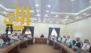 محافظ العقيق يترأس المجلس المحلي ويناقش عدداً من القضايا والمشاريع
