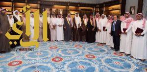 أمير الباحة يشيد بدور المشاركين بقرية الباحة في مهرجان الجنادرية 31