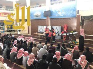 الهلال الأحمر بالجوف يحاضر بثانوية الإمام الشاطبي بدومة الجندل