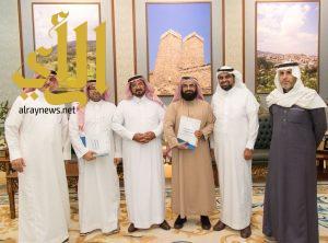 وكيل إمارة الباحة يستقبل رئيس مشروع تأسيس مركز الامير فيصل بن خالد للجودة بمنطقة عسير