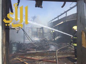 مدني خميس مشيط يتمكن من السيطرة على حريق اندلع بعدد من المحلات تحت الانشاء