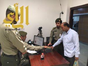 جوازات مطار أبها : تنهي إجراءات الوافدين المستفيدين من حملة (وطن بلا مخالف)