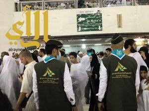 الفريق الكشفي التطوعي بمنطقة القصيم يباشر أعماله بالمسجد الحرام