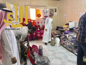 جمعية رفق توزع الحقائب الدراسية على مستفيديها