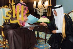 أمير الباحة يتسلم تقريرين منفصلين عن السدود في المنطقة