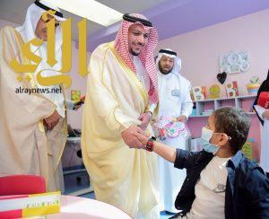 أمير القصيم يدشن مشروع الخدمات التعليمية للأطفال المقيمين في مراكز الأورام والمستشفيات