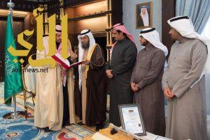 أمير الباحة يتسلم التقرير السنوي عن انجازات وأعمال فرع مركز المعلومات الوطني بالمنطقة