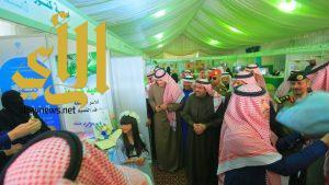أمير القصيم  يزور ركن جمعية كنوز للأسر المنتجة بمهرجان ربيع بريدة