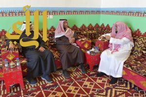"""مدير عام الجمعيات الخيرية بوزارة العمل والتنمية يزور جناح """" بر أبها """" بالجنادرية"""