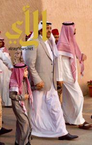 أمير الباحة يزور قرية الباحة التراثية ويفتتح الصالة التفاعلية