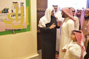 الأمير بندر بن مقرن يزور معرض الأسر المنتجة بقرية عسير بالجنادرية