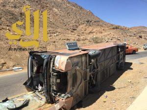 إصابة 11 شخصاً في إنقلاب باص على طريق نجران بئر عسكر