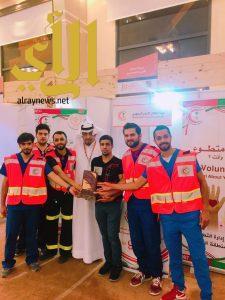 أمير القصيم يكرّم هيئة الهلال الأحمر لمشاركتها بمهرجان الكليجا ببريدة