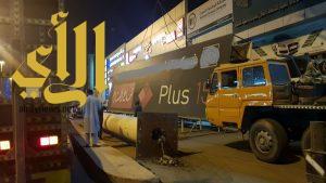 أمانة الشرقية تواصل حملاتها الميدانية لإزالة اللوحات «الإعلانية» المخالفة