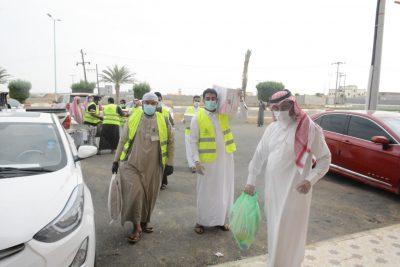 أكثر من ٤٠٠ سلة غذائية تقوم على توزيعها جمعية البر بمحافظة الطوال