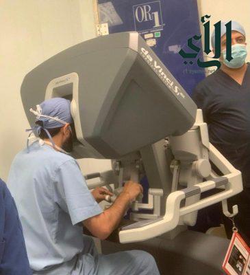 """نجاح عمليتين نوعيتين باستخدام """" الروبوت """" في مستشفى #عسير المركزي"""