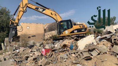 بلدية الجبيل تبدأ بإزالة 9 مباني آيلة للسقوط