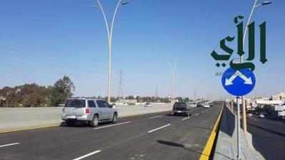 نقل الحركة المرورية للمسارات العلوية لجسر طريق الملك خالد بأحد رفيدة