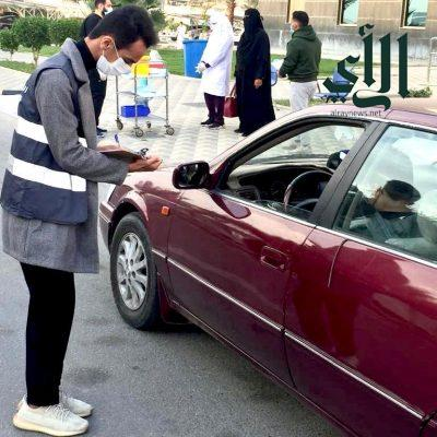 من داخل السيارة.. مستشفى #الأمير_سعود_بن_جلوي يقدم خدمة التطعيم ضد #كورونا