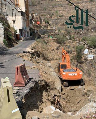 المواطنين في الفرحة بقبيلة الدفرة يناشدون رئيس بلدية #فيفاء للنظر إلى الطريق المنهار وتوسعته