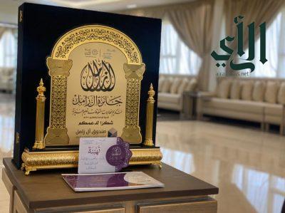 إدارة #تعليم_عنيزة تحتفي بتكريم 179 طالبة بجائزة آل زامل لتكريم الطالبات المتفوقات