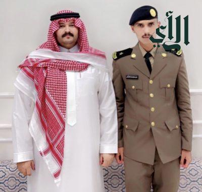 """الشاعر المهندس علي الشنَّاني يحتفل بتخرج أخيه الملازم """"مفرح"""" من الكلية الأمنية"""