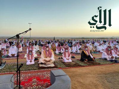 محافظ تيماء يتقدم المصلين بعيد الفطر المبارك