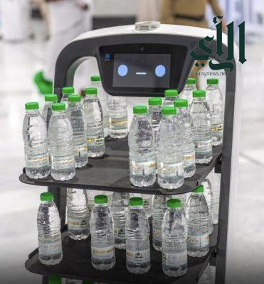 الرئيس العام لشؤون الحرمين يدشن الروبوت الذكي لتوزيع عبوات مياه زمزم
