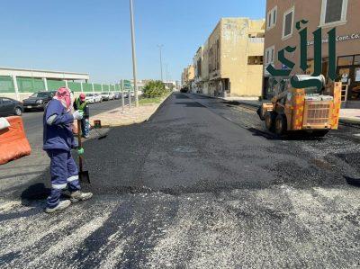 بلدية #رأس_تنورة تواصل أعمال إعادة تأهيل وسفلتة عدد من الشوارع