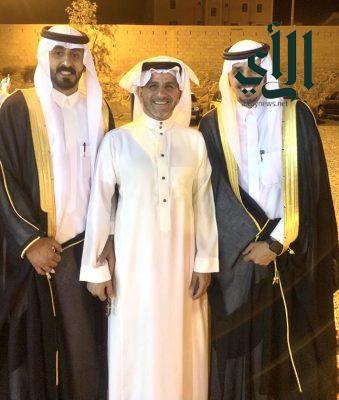 عبدالعزبز  وعلي العمري يحتفلان بزواجهما