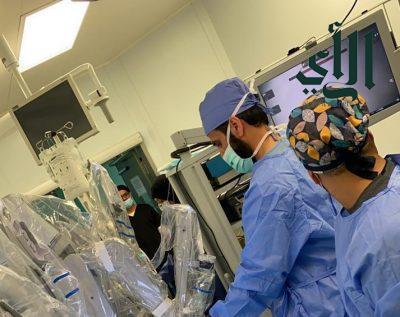 استئصال جزئي لكلية مريض لإزالة ورم باستخدام الروبوت الجراحي بمستشفى #عسير المركزي