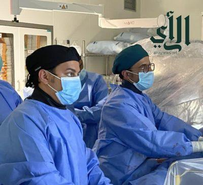 نجاح عمليتين متقدمتين لتركيب الصمام الأورطي بالقسطرة في مركز القلب بـ #أبها