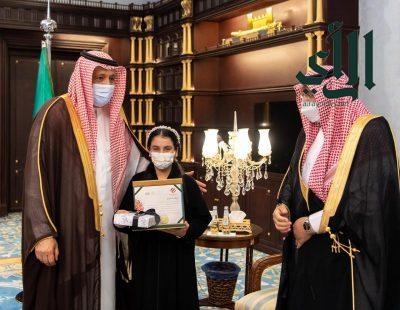 #أمير_منطقة_الباحة يستقبل مدير تعليم المنطقة ويكرم فائزتين بجوائز على مستوى #المملكة