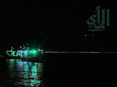 """احتفالًا باليوم الوطني أطفال وعوائل يرددون لبحارة جزيرة دارين """"عاش السعودي"""""""