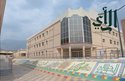 طالبات جامعة الملك خالد برجال ألمع يستأنفن الدراسة في المقر الجديد