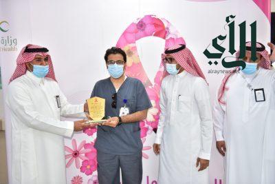 """""""الفلقي """"يدشن عيادة فحص سرطان الثدي بمركز صحي وسط أبها"""