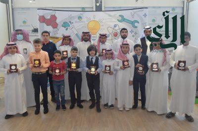 """تكريم الطلاب الفائزين في مسابقة """" الكانجارو"""" بتعليم عسير"""