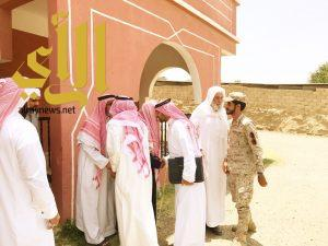 لجنة الشهداء تزور والد وأسرة محمد العلياني بمركز وادي شواص