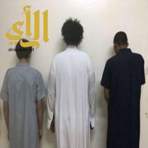 ضبط عصابة ارتكبت 101 جريمة سلب ونشل في الرياض