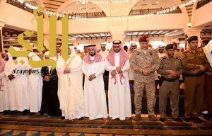 """أمير الرياض بالنيابة يؤدي صلاة الميت على الشهيد """"العتيبي"""""""