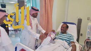 مركز الملك سلمان لأمراض الكلى يعايد مرضاه بالورود والهدايا