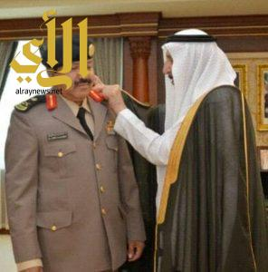 أمير جازان يقلد نائب مدير شرطة المنطقة رتبته الجديدة