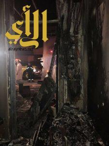 مدني شرورة يباشر حريق بأحد المحلات التجارية بحي السوق