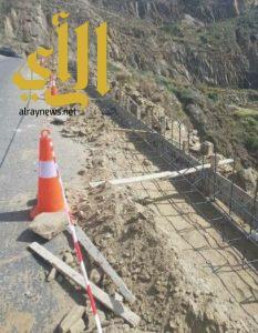 بلدية الداير تبدأ بعمل صبات خرسانية حماية وإعادة طبقة اسفلت طربق جبل خاشر
